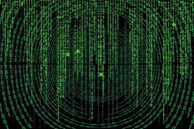 """Cyberangriff auf Politiker, Journalisten und ProminenteIn den letzten Wochen wurde bekannt, dass ein Cyberangriff stattfand, bei dem Daten von Politikern, Journalisten und Prominente geklaut wurden. Nach Bekanntgabe des Angriffs hat das BKA zahlreiche Wohnungen durchsucht. Der Angriff scheint auf den ersten Blick wie ein großer Hackerangriff auszusehen. Jedoch ist es vielmehr ein Fall von Doxing. Dabei handelt es sich um eine Art Belästigung und Mobbing, die im Darknet geradezu als Sport betrieben wird. Ein Doxer versucht, möglichst viele private Daten über eine missliebige Person zu sammeln und zu veröffentlichen. Meist ist das Motiv Schadenfreude. In diesem konkreten Fall wurden Daten wie Adressbücher, Chats, Sprachnachrichten oder Telefonlisten veröffentlicht. Bei dem Täter handelt es sich um einen 20-jährigen Schüler aus Hessen. Dieser hat die Daten nicht komplett alleine erbeutet. Sämtliche Daten soll er sich laut Medienberichten im Darknet gekauft haben. Bei seiner Vernehmung gab der junge Hacker an, er habe Menschen """"bloßstellen"""" wollen, über deren Äußerungen er sich geärgert habe. Der junge Hacker muss sich wegen Datenhehlerei und das Ausspähen von Daten verantworten. Der Angriff hat eine neue Debatte zum Thema Datenschutz und Datensicherheit ausgelöst. Was versteht man überhaupt als Datensicherheit?"""